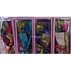 Букет Роза из мыла с зеленью в розовой коробке оптом